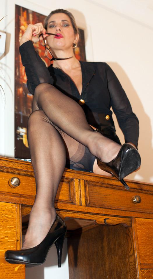 Leg-Worship-Stockings-St-Pancras-Mistress