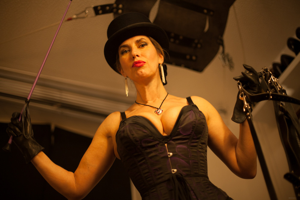 leather-punishment-mistress-central-london