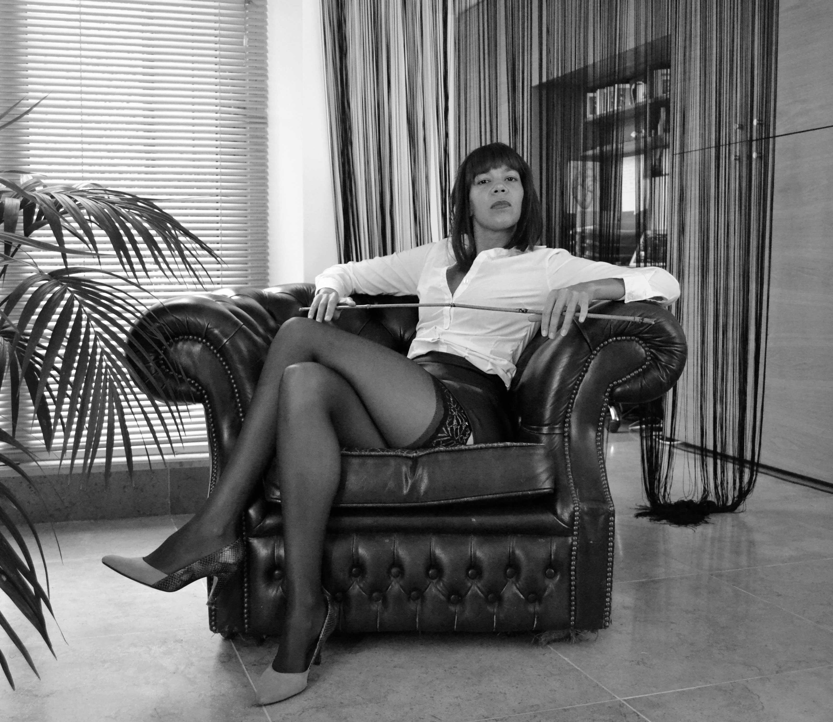 female-domination-central-london-fetish-services-dominatrix