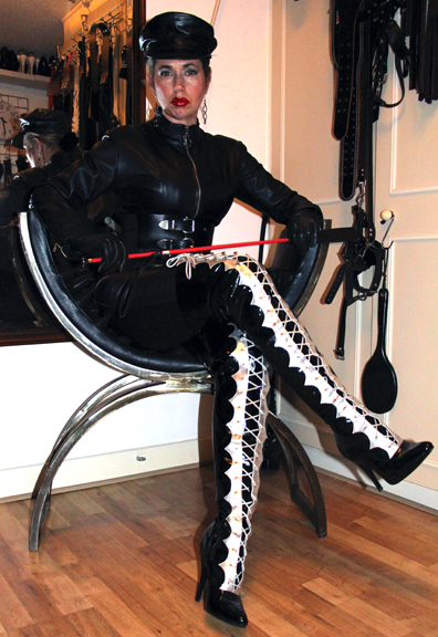Thigh-boots-leather-mistress-london
