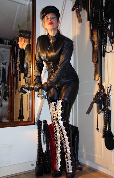 Mistress-Domatella-BDSM-best-bondage-caning-london-mistress-domatella-kings-cross-central-london-domination
